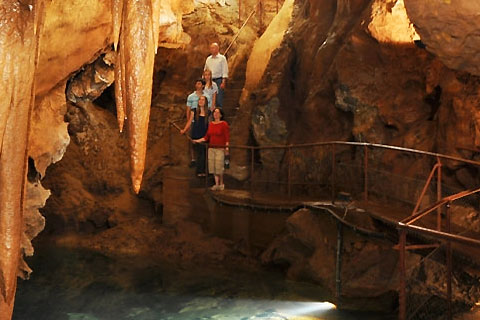 Paket Blue Mountain & Jenolan Caves inc Self Guided Cave Tour