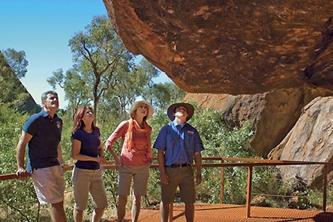 Paket Uluru Sunrise & Guided Base Walk