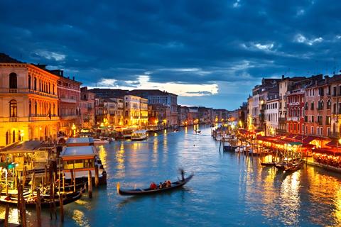 Paket Tour 5D/4N Explore Paris - Lucerne - Venice - Rome