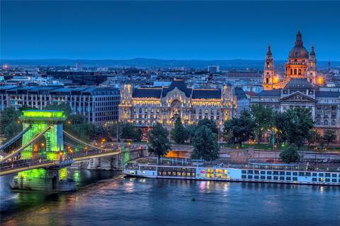 Paket Tour 8D/7N Explore Paris - Zurich - Prague - Bratislava - Budapest - Vienna