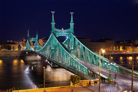 Paket Tour 9D/8N Explore Paris - Luxembourg - Frankfurt - Prague - Budapest - Vienna -Munich