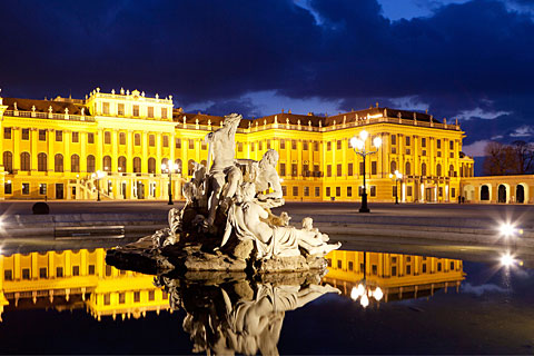 Paket Tour 10D/9N Explore Vienna - Munich - Lucerne - Venice - Rome - Arezzo - Genoa - Avignon - Paris