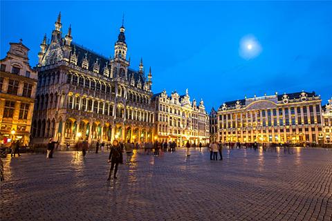 Paket Tour 11D/10N Explore Amsterdam - Paris - Zurich - Frankfurt - Prague - Bratislava - Budapest - Vienna