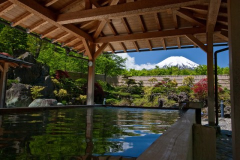 Paket 1-Day Mt. Fuji, Gotemba Premium Outlets & Yamanakako Onsen (With Lunch / With English-speaking guide & Multilingual Audio Guide)