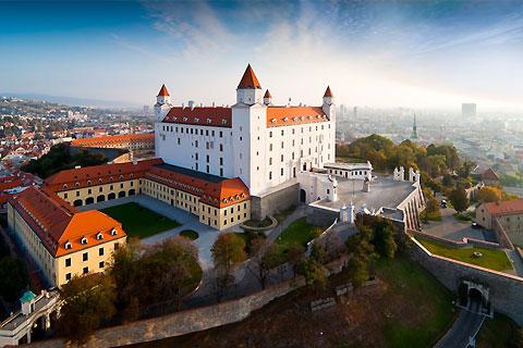 Paket Tour 8D/7N Explore Frankfurt - Prague - Bratislava - Budapest - Vienna - Munich - Zurich
