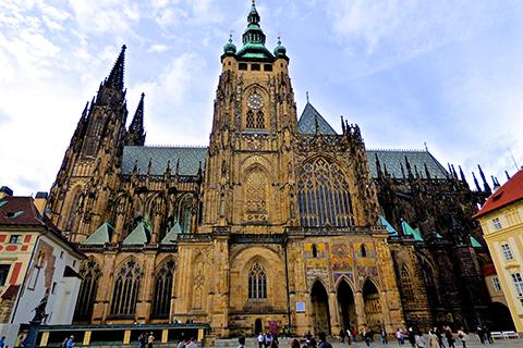Paket Tour 9D/8N Explore Frankfurt - Prague - Bratislava - Budapest - Vienna - Munich - Zurich - Frankfurt