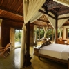 royal-pool-villa-bedroom