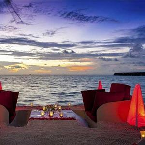 Sand-sofa dining